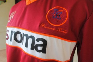 http://bikinkaosbandung.files.wordpress.com/2011/04/as2broma2bjersey2b252822529.jpg?w=300