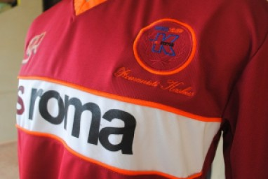 http://bikinkaosbandung.files.wordpress.com/2011/04/as2broma2bjersey2b252822529.jpg?w=300&resize=382%2C256