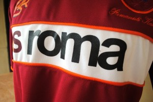 http://bikinkaosbandung.files.wordpress.com/2011/04/as2broma2bjersey2b252832529.jpg?w=300