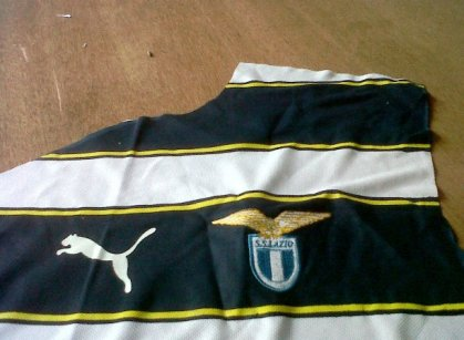 https://bikinkaosbandung.files.wordpress.com/2011/04/lazio2bkloter2b22bdetail2bjersey.jpg?w=300