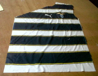 https://bikinkaosbandung.files.wordpress.com/2011/04/lazio2bkloter2b22bjersey.jpg?w=300