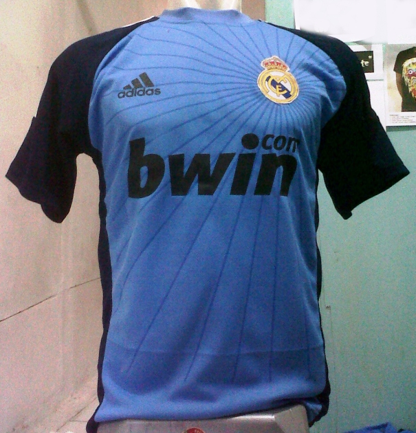 https://bikinkaosbandung.files.wordpress.com/2012/07/jerseyrealmadrid28229.jpg?w=288
