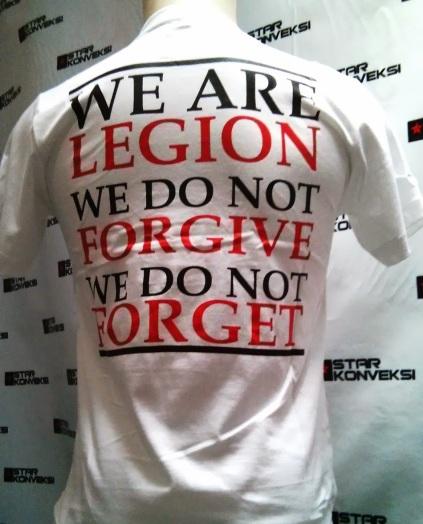 http://2.bp.blogspot.com/-HBsNOfW4QME/UvWo4bNfk6I/AAAAAAAAASM/eRCkoySSCbE/s1600/kaos+putih+we+are+legion+(1).jpg